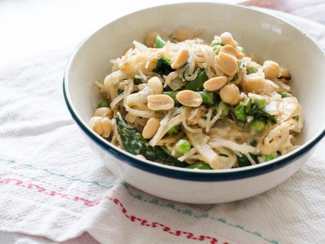 Nouilles cacahuètes et legumes verts